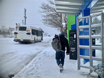 Man catches Swift Bus during snowstorm